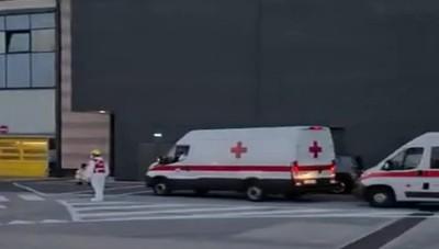 Volo dall'India atterrato ad Orio, i mezzi della Croce Rossa per il trasporto dei passeggeri nei Covid Hotel