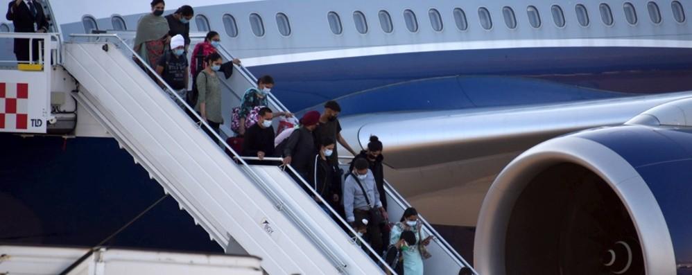 Volo dall'India, «liberati» 66 passeggeri, 34 in isolamento perchè ancora positivi