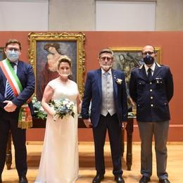 Dopo sette mesi di Covid il poliziotto si sposa: «Era il nostro grande sogno»