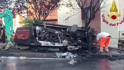 L'intervento dei Vigili del fuoco ad Almenno dopo che una tubatura del gas è stata tranciata