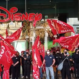 Negozi della Disney a rischio chiusura: presidio e attesa. I dipendenti in cerca di risposte
