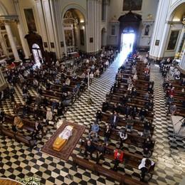 «Resta il ricordo per ciò che ha fatto e rappresentato nella nostra diocesi». Nembro riunita nell'ultimo saluto a mons. Rota