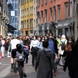Bilancio Covid in Lombardia: niente effetto riaperture, incidenza da zona bianca - I dati