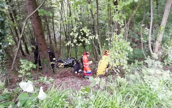 Fuori strada a Cornalba: volo di sette metri per un motociclista di 34 anni