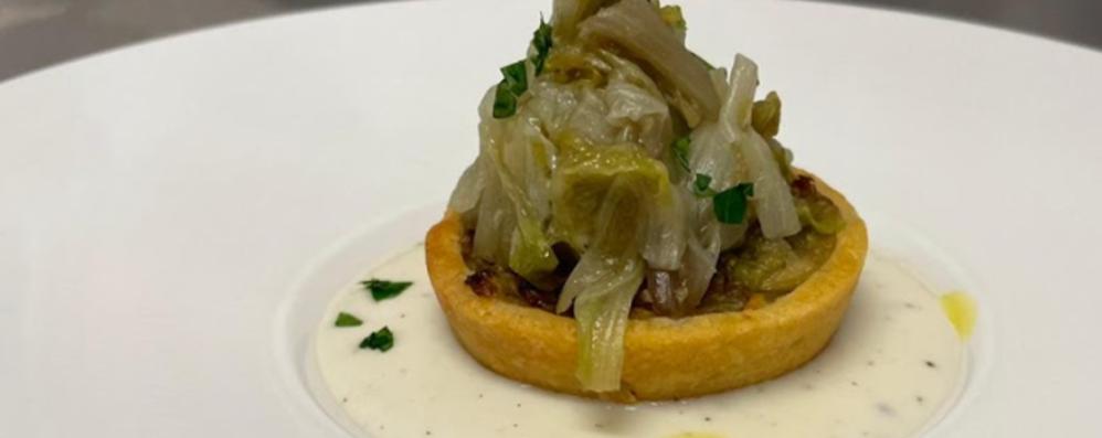 Tartellette brisée al parmigiano con scarola spadellata