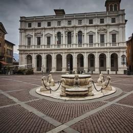 A settembre via al restauro della fontana Contarini al centro di piazza Vecchia