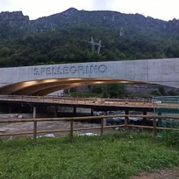 Al capolinea il nuovo ponte sul Brembo: prove di illuminazione per l'opera dell'archistar Ingels