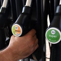 Allarme benzina nei distributori Eni. Mora: «Ci scusiamo, ma non dipende da noi»