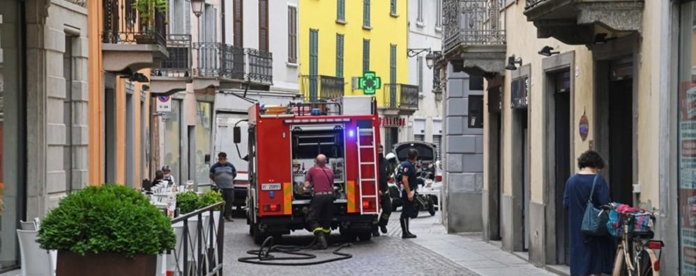 Allarme per una fuga di gas in centro a Treviglio: residenti fuori dalle case
