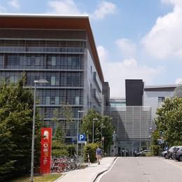 All'ospedale di Bergamo impiantato uno dei primi dispositivi per gestire i disturbi del movimento