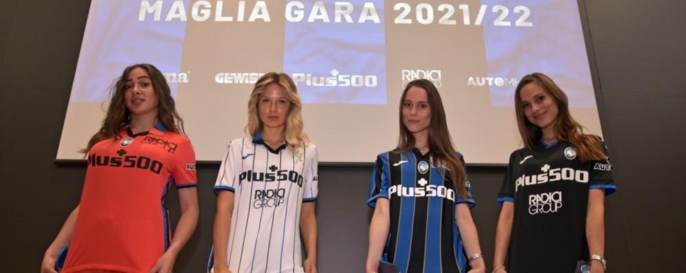 Atalanta,  le nuove maglie con la scritta Bergamo. «Stadio, giocheremo in Europa davanti al nostro pubblico: un sogno» - Foto e video