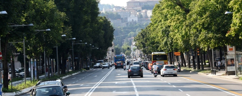 Avanti con le asfaltature, si lavora di notte: dal 28 luglio tocca a viale Papa Giovanni