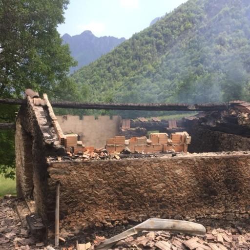 Baita in fiamme a Valtorta, donna ustionata: è gravissima - Foto