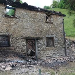 Baita in fiamme a Valtorta: è morta la 52enne di San Pellegrino