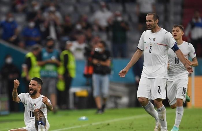Esultanza dopo il gol del 2-0 di Insigne