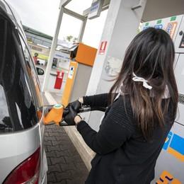 Benzina alle stelle, stangata da 270 euro a famiglia