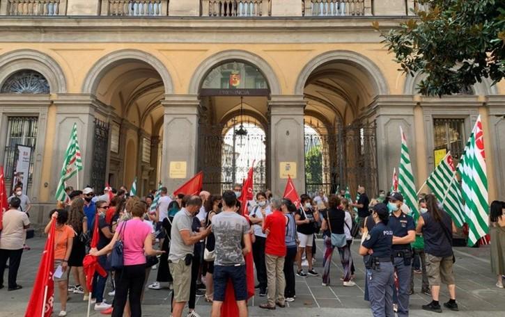 Bergamo, oltre 200 lavoratori Boost in piazza. Lo sciopero sfiora il 100% - Foto