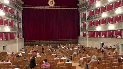 Bergonzoni al teatro Donizetti, si replica sabato sera con «Trascendi e sali»