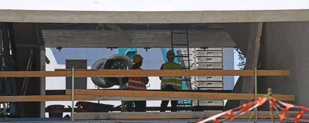 Cade in cantiere a Pognano, ferito un muratore di 62 anni