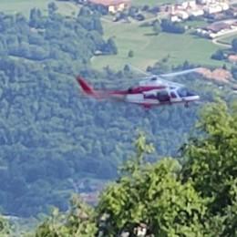 Cane scivola in un buco di 20 metri sul monte Linzone, pompiere si cala e lo salva
