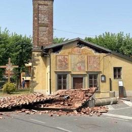 Cividate, tir sbaglia la manovra e danneggia una chiesetta del quattrocento