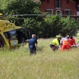 Clusone, cade in bici: 32enne soccorsa con l'elicottero