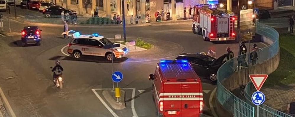 Costa Volpino,  malore in auto: si schianta alla rotatoria, grave un 34enne