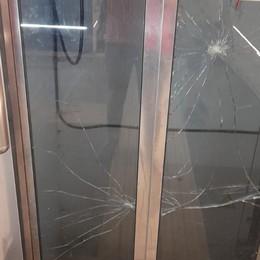 Degrado alla stazione di Seriate, il sindaco scrive a Rfi e al ministro: «Inaccettabile»   - Foto