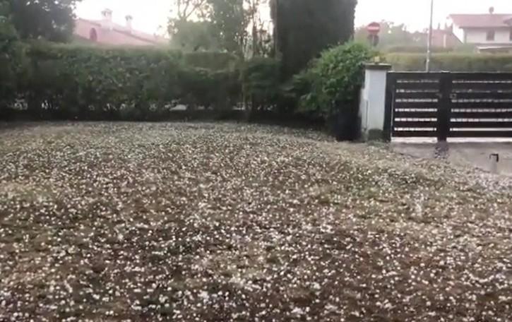Dopo il caldo torrido, vento e grandine sulla Bergamasca - Video