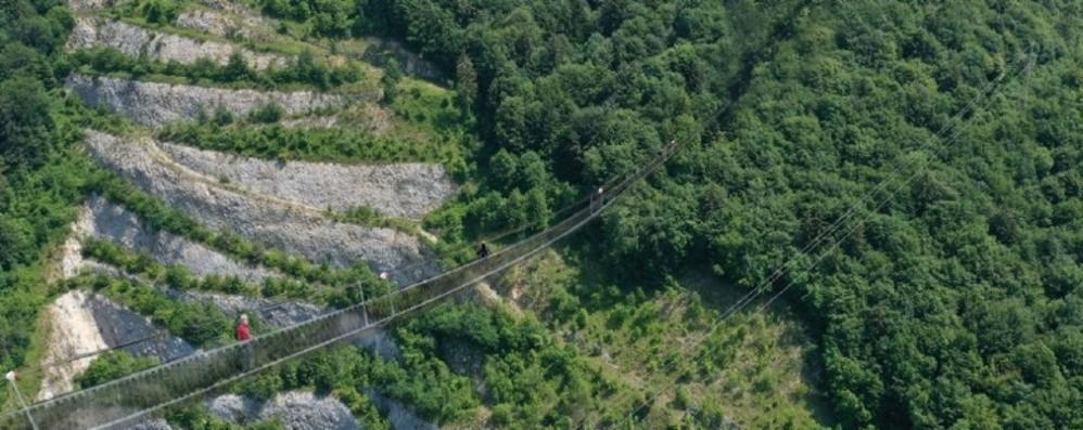 Dossena, via ai lavori per il ponte tibetano record: 505 metri e vista mozzafiato - Foto