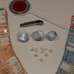 Droga e soldi nel cruscotto dell'auto. Arrestato dai Carabinieri con quasi 9 mila euro