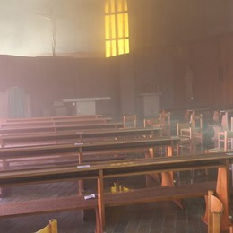 Fiamme nella chiesina dell'oratorio di Clusone, in azione i Vigili del fuoco