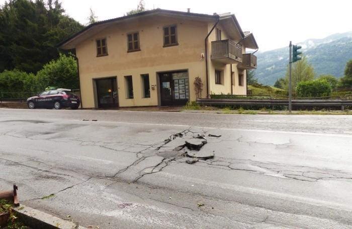 L'asfalto saltato a Clusone