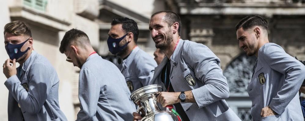 I giocatori della Nazionale da Mattarella. Chiellini: «Dedichiamo la vittoria ad Astori»