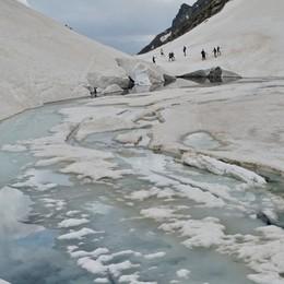 Il lago del Coca ancora prigioniero del ghiaccio - Le foto