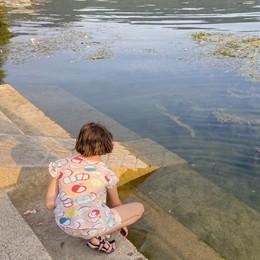 Il Sebino ha sete: persi 80 centimetri in un mese, ma le riserve tengono