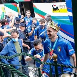 Italia campione d'Europa, l'arrivo in aeroporto a Roma. Nel pomeriggio da Mattarella e Draghi - Foto e video