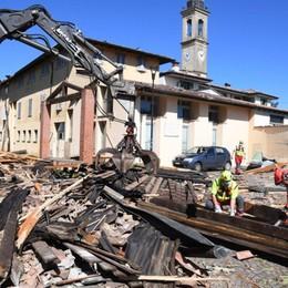 La bufera ha lasciato sul campo danni per milioni di euro. La distruzione a Lurano, vola un tetto a Stezzano - Foto e video