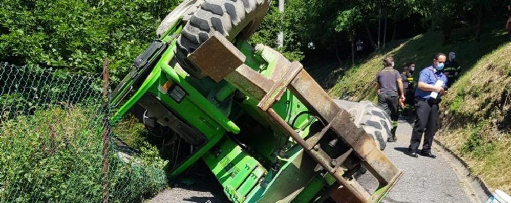 Malore al volante a Endine, impresario muore schiacciato da un mezzo meccanico