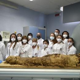 Mistero, la mummia dell'Archeologico derubata dei gioielli