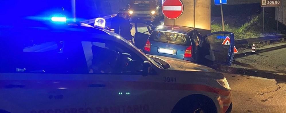 Nella notte di festa azzurra  finisce fuori strada a Zogno: 33enne ricoverato al Papa Giovanni in codice rosso