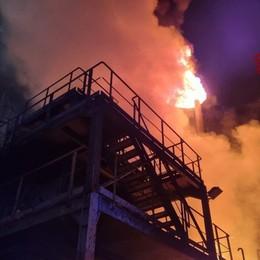 Rogo in un'azienda chimica a Grassobbio, Vigili del fuoco al lavoro - Foto
