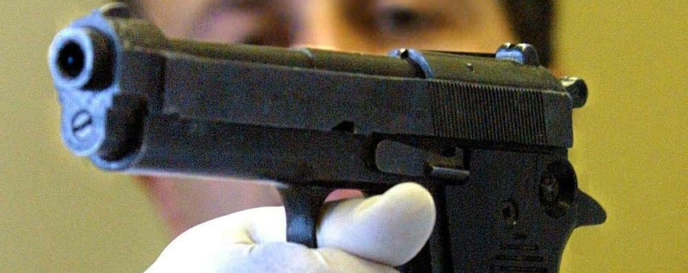 Selvino, minaccia barista con una pistola giocattolo: denunciato 51enne