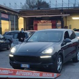 Sequestrata Porsche intestata alla nonna senza patente e con il reddito di cittadinanza