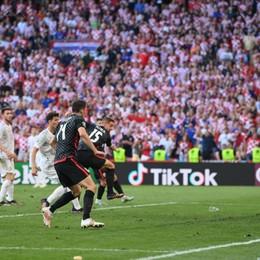 Spagna-Croazia. Il finale è da brividi, il 3-3 al 92' è di Pasalic. Ma poi la passa la Spagna