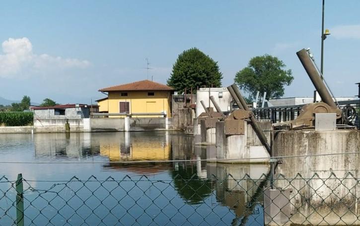 Sub travolto dalla corrente nel fiume Oglio, aggrappato per un'ora a un pilone: salvo