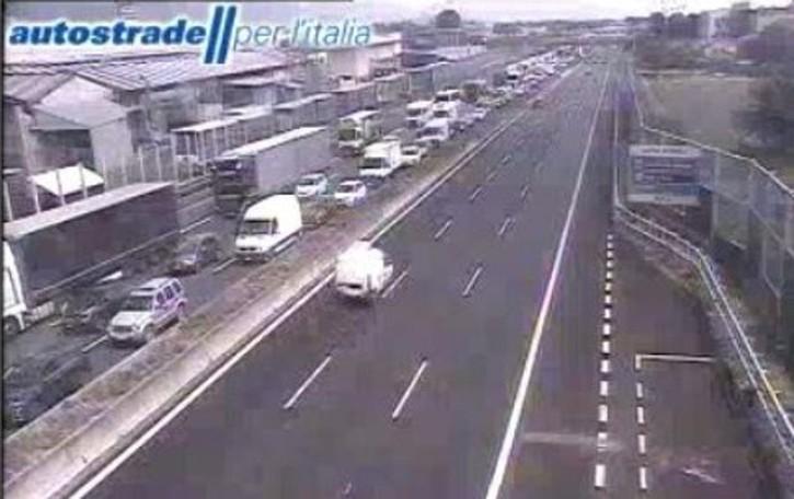 Traffico in tilt in A4, verifiche urgenti al ponte sull'Oglio