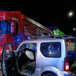 Zogno, frontale tra un camion e un'auto: un ferito all'ospedale Papa Giovanni - Le foto