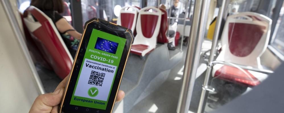Green pass per trasporti e scuole: oggi il governo decide