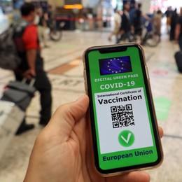 Green pass, via libera al decreto: obbligo per i docenti, non servirà su bus e metro - Video